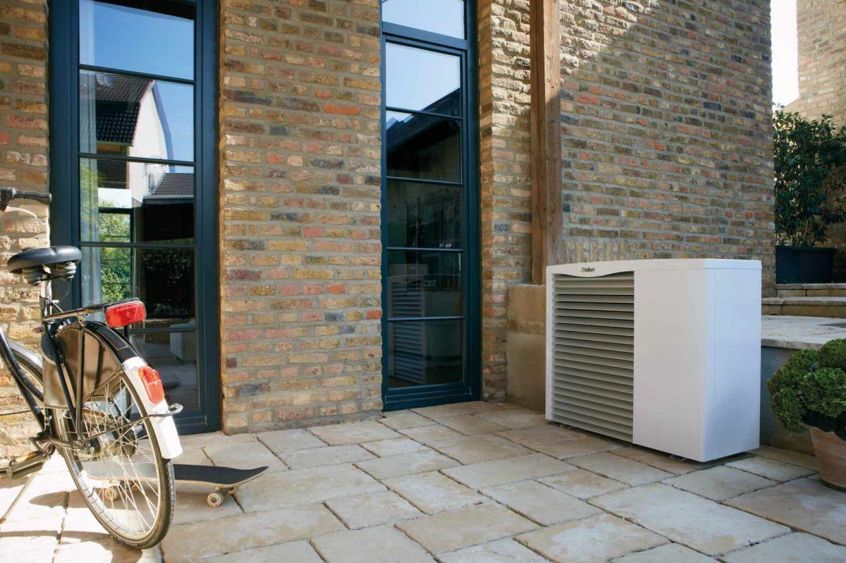 Außenaustellung Wärmepumpe Vaillant auf Terrasse