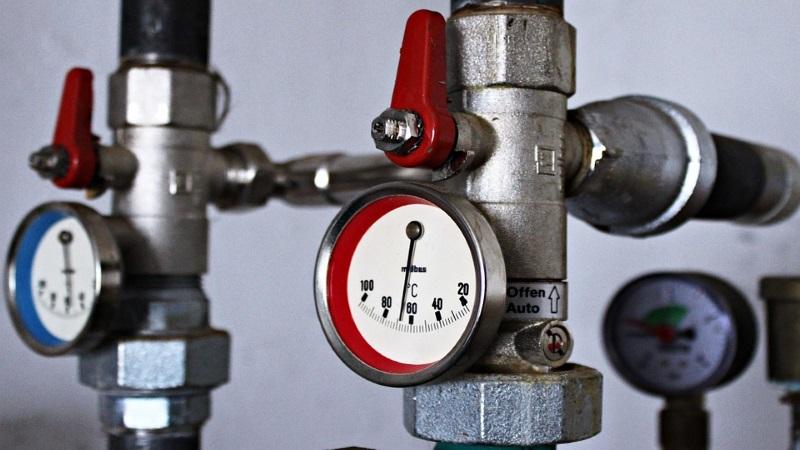 Thermostat an Heizungsrohren