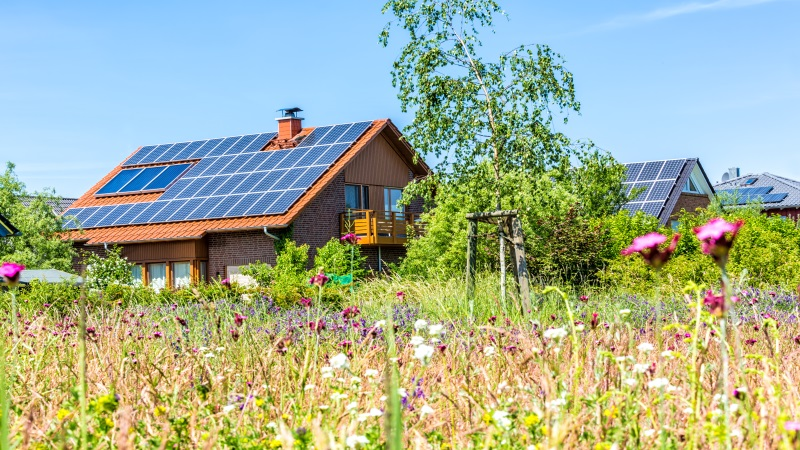 Eine Photovoltaikanlage auf dem Einfamilienhaus gleicht die jährlichen C02 Emissionen eines Deutschen aus