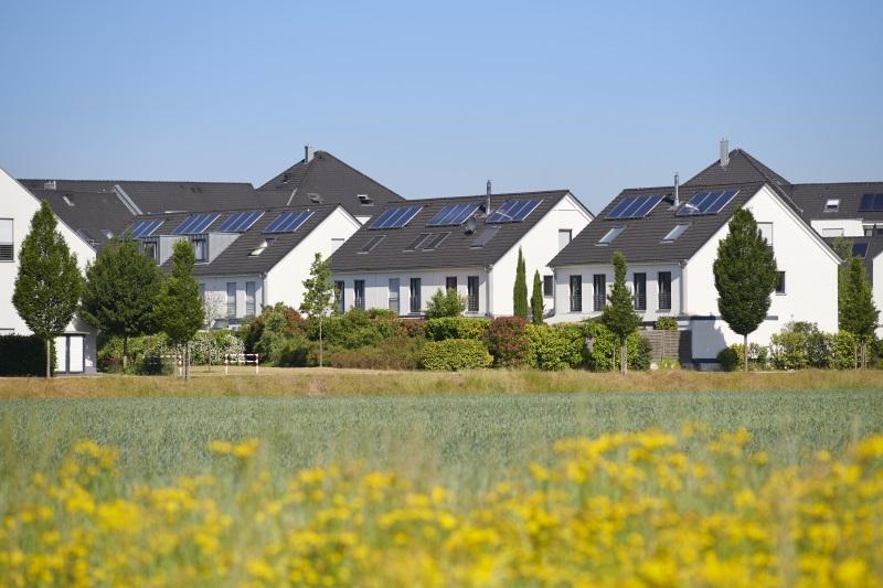 Photovoltaikanlage kaufen Einfamilienhaussiedlung
