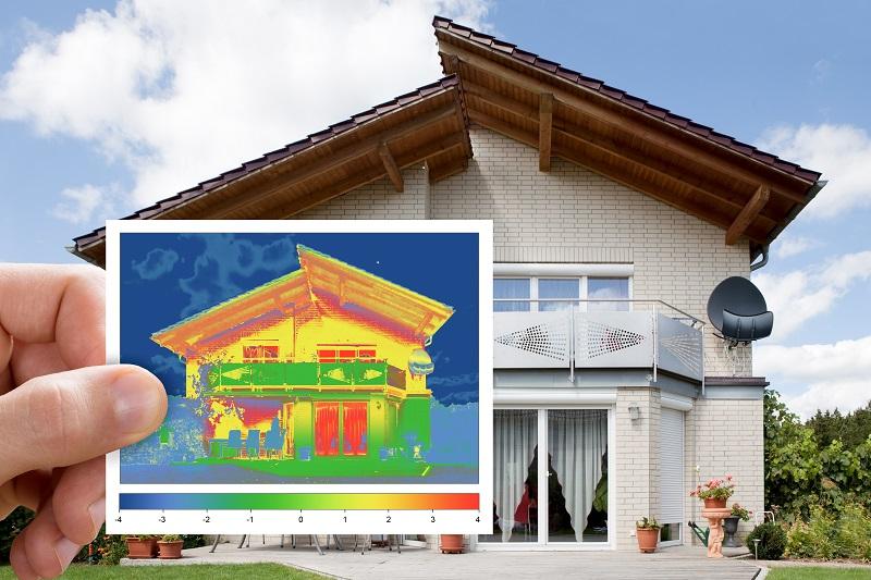 Infrarot Scan eines Gebäudes zur Analyse der Energieeffizienz