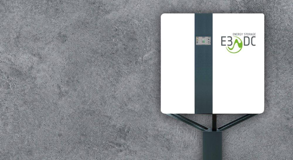 E3/DC S10 vor grauer Wand