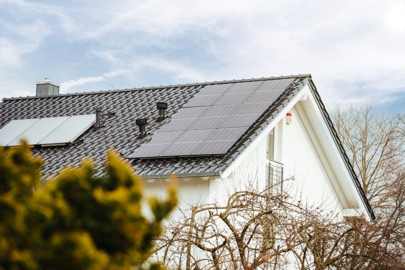 Axitec Solarmodule auf Hausdach